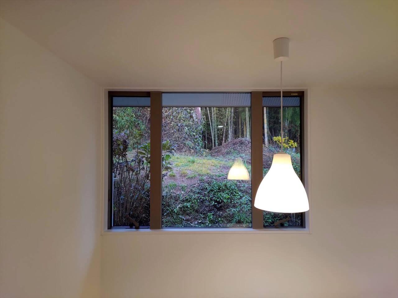 有泉の家:ダイニングの窓