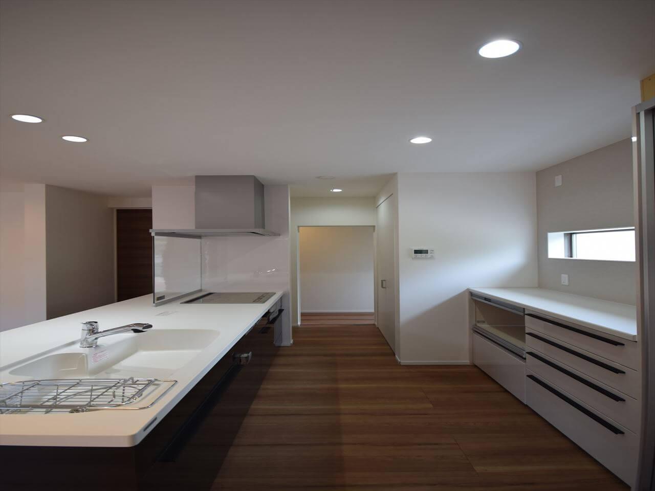 迎原の家:台所、脱衣室、お風呂、すぐに行ける動線計画