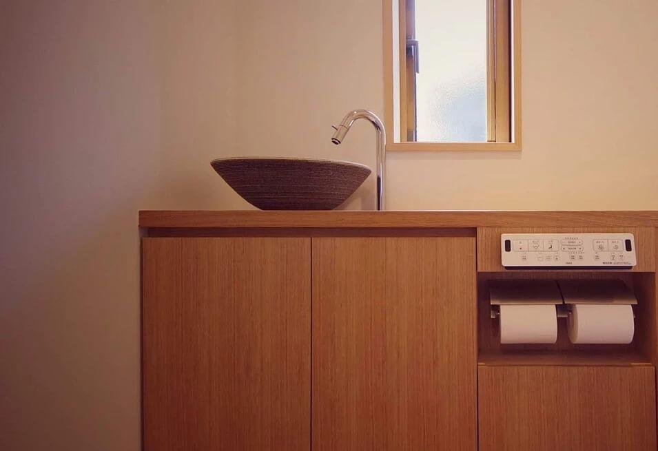 しらぬひの家:手洗いキャビネット